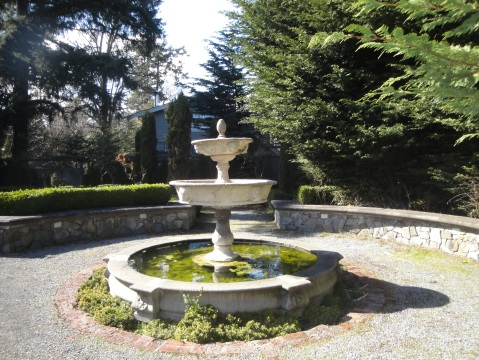 A fountain straight from an English  novel.