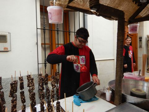 Making candy apples